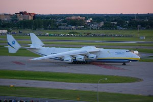 "Antonov AN-225 ""Dream"" at MSP 6-30-2014 - Greg Lambert -- 2014-07-02.jpg"